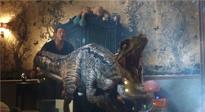 《侏罗纪世界2》曝光霸王龙逃生片段