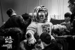 《流浪地球》曝预告 吴京首演宇航员助力中国科幻