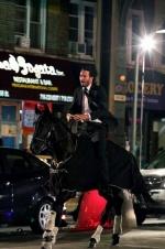 《疾速追杀3》曝片场照 里维斯纽约街头策马狂奔