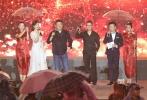 """8月17日,第一届中国双塔山爱情电影周年度盛典在河北承德举行。刘晓庆、田华、张光北、张金玲、郭凯敏、周里京等为影迷们熟知的表演艺术家们纷纷到场支持。韩庚作为唯一到场的获得""""金玫瑰杯""""荣誉的青年演员登台引发欢呼。"""