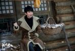 王俊凯主演的天下霸唱IP巨制《天坑鹰猎》8月30日开播在即!王俊凯自己发博讲述了对自己饰演角色张保庆的理解和留恋。