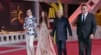 香港电影人黄百鸣携温碧霞踏上长春电影节闭幕式红毯