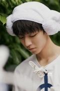 王俊凯首部写真书《十九岁的时差》 忆童年成长