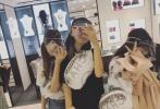 近日,有网友曝光王菲带着李嫣及其小闺蜜团逛街购物的照片,豪掷千金据猜测两个小时就花费10万元。