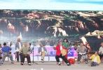 10月10日,电影《长安假日》借第五届丝绸之路国际电影节举办这一契机在西安召开项目启动新闻发布会,陕西省委宣传部文艺出处长眭俊,出品方陕西旅游集团影视文化公司总经理杨林、项目负责人杨青及电影节评委霍廷霄、相声演员苗阜等嘉宾莅临现场。