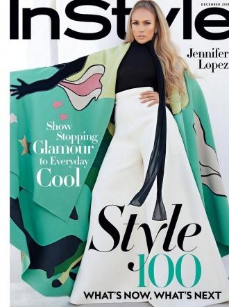 詹妮弗年近半百性感依旧 半裸登封杂志秀火辣身材