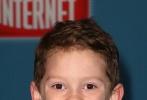 """迪士尼全新动画大作《无敌破坏王2:大闹互联网》在好莱坞举办全球首映礼,两位小网红""""假笑男孩""""与""""不爽女孩""""亮相红毯,贡献了一大波全新表情包。"""