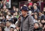 """11月7日,龙虎国际,龙虎国际客户端,龙虎国际网页登录《你好,之华》在京举行首映礼。导演岩井俊二,监制陈可辛,主演周迅、秦昊、胡歌、杜江、张子枫、邓恩熙等纷纷亮相。首映礼上,谈及周迅的表现,合作过《如果·爱》的陈可辛导演表示,这次的之华很难演,因为没得演。但是周迅不演、不抢,非常厉害。胡歌谈到自己的""""渣男""""角色时则表示,他错过了一切,引来现场笑声。"""