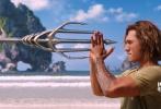 """由华纳兄弟影片公司出品的DC全新超级英雄电影《海王》即将于12月7日提前北美两周在国内上映。近日影片曝光""""王者争霸""""版预告,亚瑟苦练多年成就一番功力,面对野心十足的胞弟奥姆,他将背水一战,成为真正的王者!预告中海底奇观展露无遗,惊险打斗震撼眼球,演员们更是为了呈现最佳动作场面而训练数月。"""