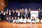 """12月6日,青年演员杨洋现身上海某小学参加由中国舞蹈家协会和中国文联舞蹈艺术中心合力打造的""""顶尖舞者进校园""""活动,该活动旨在传承中华优秀传统文化,传递爱心与正能量,引导学生弘扬社会主义核心价值观,构筑中国精神。"""