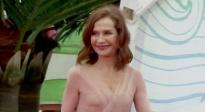 伊丽莎白·于佩尔亮相海南岛电影节红毯 粉红纱裙飘逸如少女