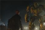 """由美国派拉蒙影片公司及腾讯影业联合出品的《变形金刚》系列首部独立电影《大黄蜂》将于2019年1月4日登陆内地各大院线。今日片方发布""""叱咤蜂云""""预告,展现了大黄蜂战斗模式下的超强战斗力以及保护地球的决心,为了塞伯坦星球的将来,也为了保护地球和人类,大黄蜂化身地球守卫者,战斗力惊人。"""