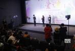 """12月26日,公益纪录片《微爱之光》在京举行首映礼。V爱白血病专项基金的两位发起人赵薇和陈砺志共同亮相首映礼。纪录片当天也与网络平台正式上线。活动现场,赵薇也呼吁更多的人关注并加入到救助贫困白血病患者的公益行动中来,并表示:""""爱心能温暖更多的人。"""""""