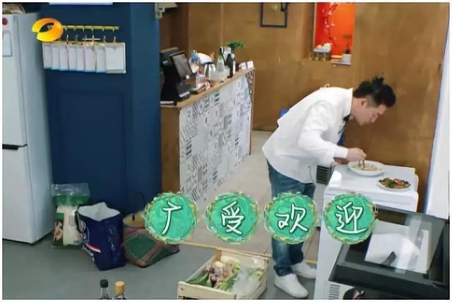《中餐厅2》播出后受捧,唯独他因一个举动被骂不礼貌!