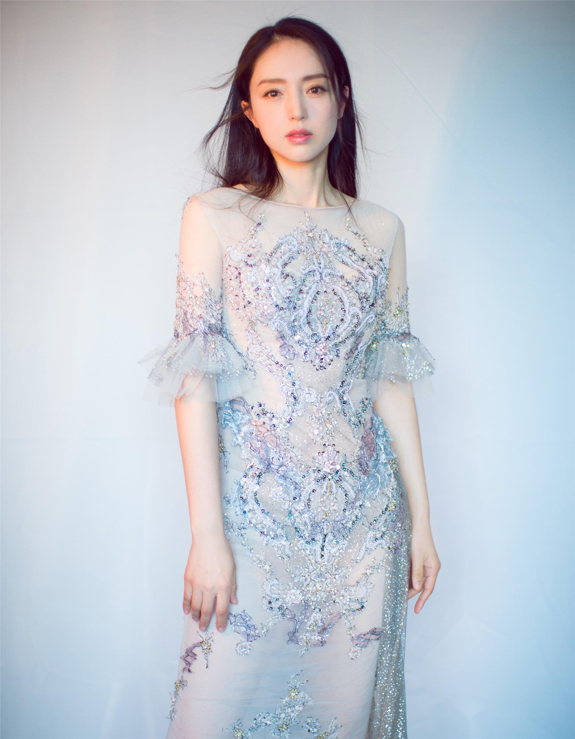 董璇生日写真曝光 柔美优雅好似人鱼公主