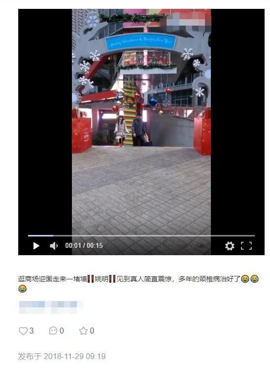 网友偶遇姚明带女儿逛商场,8岁小沁蕾一