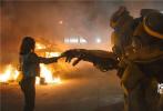 """由美国派拉蒙影片公司及腾讯影业联合出品的《变形金刚》系列首部独立电影《大黄蜂》将于2019年1月4日登陆内地各大院线,影片预售正在火热进行中。今日,片方发布""""火力全开""""预告,震撼变形和刺激对战令人应接不暇,精致特效将变形金刚宇宙的宏大以及大黄蜂超级英雄气概展现得淋漓尽致。"""