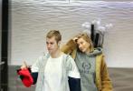 当地时间1月7日,美国洛杉矶,贾斯汀·比伯与妻子海莉·鲍德温现身某酒店。