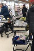 玄彬孙艺珍LA亲密逛超市 单独旅行说法不攻自破!
