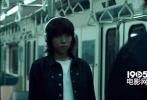 近日,木村拓哉和窦靖童一同合作演出了牛仔裤广告,并于今日齐齐现身东京出席记者会。
