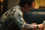 """2月10日大年初六,电影《疯狂的外星人》上映六天票房近14.5亿,发布""""外星人诞生记""""特效制作特辑,首度解密影片中外星人诞生的幕后细节。影片中欢乐逗趣、深受观众们喜爱的外星人,是由徐峥面部捕捉外星人表情,加上邓飞捕捉外星人的肢体动作,在导演宁浩悉心的执导以及丰富多种的表演参考下完成。该片启用了四家国际顶尖视效团队,完成939颗特效镜头的超重特效任务。而影片上映后,也得到不少观众的强烈推荐:""""《疯狂的外星人》黄渤、沈腾台词诙谐戳人笑点,外星人活灵活现,是春节档少有的可"""