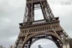 周杰伦骑滑板车游巴黎:我是不是?#36855;?#20889;首歌呢