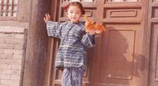 """杨幂自曝从小被""""放养""""式教育 感谢父母给予自由快乐的童年"""