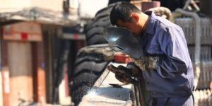 被耽误的电焊工 《地久天长》王景春晒五级焊工证
