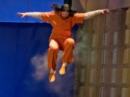 《莫比亚斯》片场照 杰瑞德·莱托吊威亚高空跃下