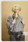 凯特·布兰切特拍摄另类写真 手持香蕉致敬沃霍尔