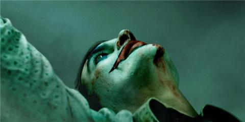 《小丑》首款预告海报双发 邪魅反派如何炼成?