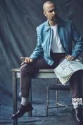 """山姆·洛克威尔最新写真依然""""丧"""" 喷鼻烟不离口"""