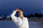 Angelababy解锁新封面 致敬巩俐经典戛纳造型