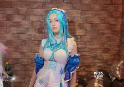 林允少女仆裝引熱議 生日趴與周潔瓊大玩cosplay