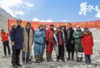 4月22日,由徐克监制、李仁港执导、阿来编剧,吴京、章子怡、张译、井柏然、胡歌、王景春、何琳、陈龙、曲尼次仁、拉旺罗布、刘小锋、多布杰主演,成龙友情出演的电影《攀登者》在珠峰大本营举办了最高海拔的关机仪式。