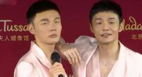"""李荣浩现身杜莎夫人蜡像馆 为""""年少有为""""演唱会卖力宣传"""