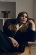 红女巫伊丽莎白·奥尔森新写真 仍是邻家女孩气质