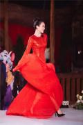 章子怡穿长裙与汪峰热舞 身材纤细破怀孕传闻?