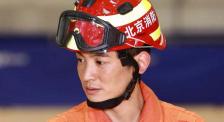 杜江探访消防训练一线 亲身上阵体验绳索速降科目
