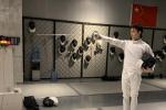 运动少年上线!吴磊一招一式练习击剑 学习新技能