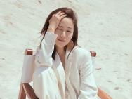 洒脱的可人儿 江一燕海边白西装写真尽显阳光气质