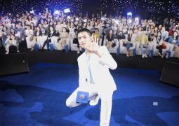 楊洋上海出席活動 白色西裝演繹清爽夏日LOOK