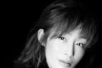 51岁张敏曝新写真 黑白色调间诠释成熟优雅魅力