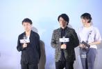 5月23日,紀錄電影《尺八·一聲一世》在北京舉行了盛大的首映禮。電影導演聿馨攜佐藤康夫,小湊昭尚,蔡鴻文等悉數亮相。與此同時,歌手于湉、歌手莫西子詩等人也出席活動。影片通過記錄中日美等國的尺八演奏家、制管師、學習者的生活,折射古老樂器尺八在當下的困境與希望。本片還得到梁文道、陸川、龔琳娜大力支持,并特別出演。據悉,電影《尺八·一聲一世》將于5月31日上映。