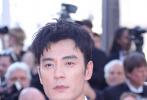 当地时间5月25日,第72届戛纳电影节举行闭幕红毯,中国电影人方面,当晚的颁奖嘉宾章子怡、《刀背藏身》剧组徐浩峰、黄觉、李光洁等纷纷亮相。