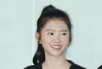 """6月3日,电影《最好的我们》在北京举行了""""我们的毕业典礼""""首映发布会。刚刚结束了十八个城市路演的主创一起现身。活动当天,原著作者八月长安、制片人黄斌、导演章笛沙,携主演陈飞宇、何蓝逗、惠英红、汪苏泷、董力、周楚濋等人一同亮相。"""
