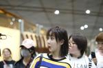 楊紫王俊凱同班飛機 見大型追星現場秒變脸色包