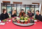 """《X战警:黑凤凰》6月6日正式上映,登顶首日票房冠军,超过同日上映另外两部电影票房之和。今日,片方发布""""中国粉丝专属告白""""特辑,""""鲨美""""领衔X战警主创集体亮相,特别感谢中国粉丝的多年陪伴。"""
