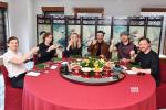 《X战警:黑凤凰》主创吃粽子 独家告白中国粉丝