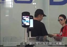 洪欣張丹峰帶女兒美國度假 夫妻二人機場有說有笑